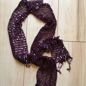 Dazzling burgundy scarf with tiny sequins